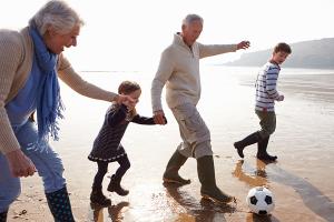 Intergénérationnel-Grands-parents-activité-SOM